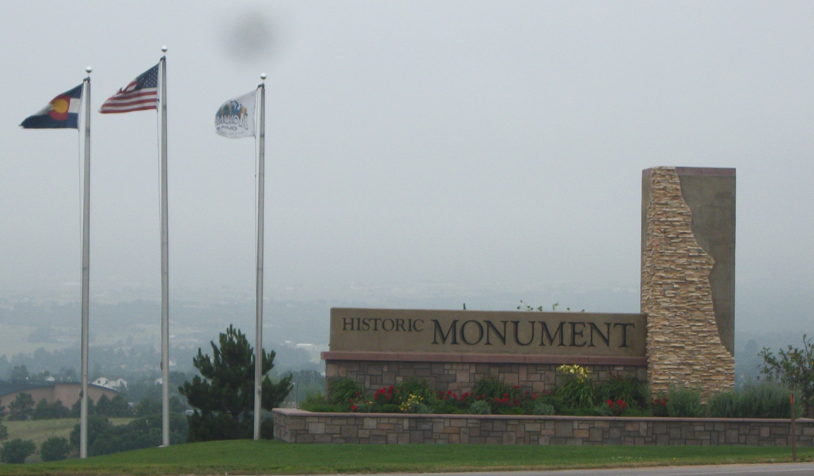 https://assets.sourcemedia.com/09/21/0f31603b451c89b5356f57a12dba/monument-colo-welcome-sign.jpg