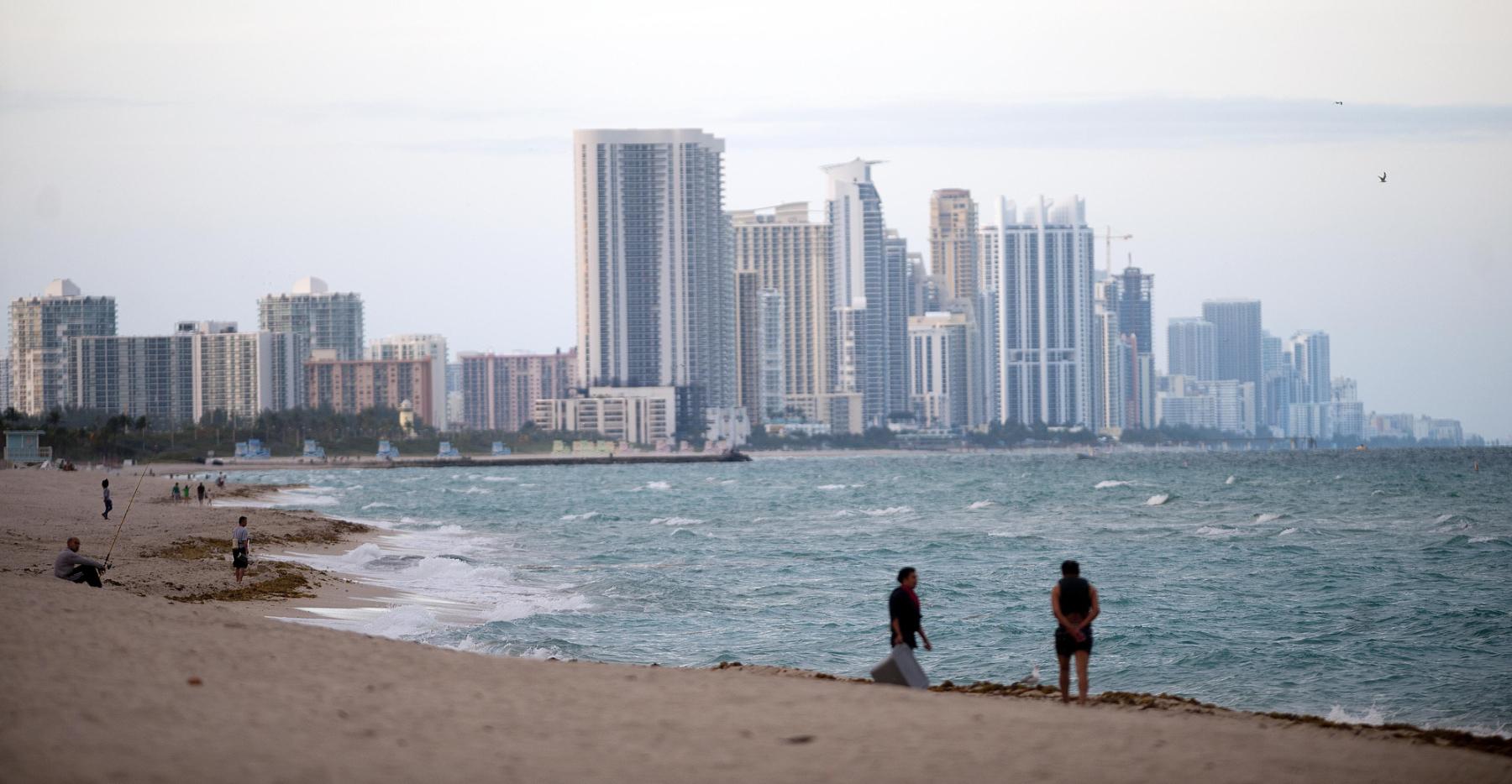 https://assets.sourcemedia.com/0e/52/70e508304669a117ea925d2e19c2/miami-beach-beachgoers.jpg