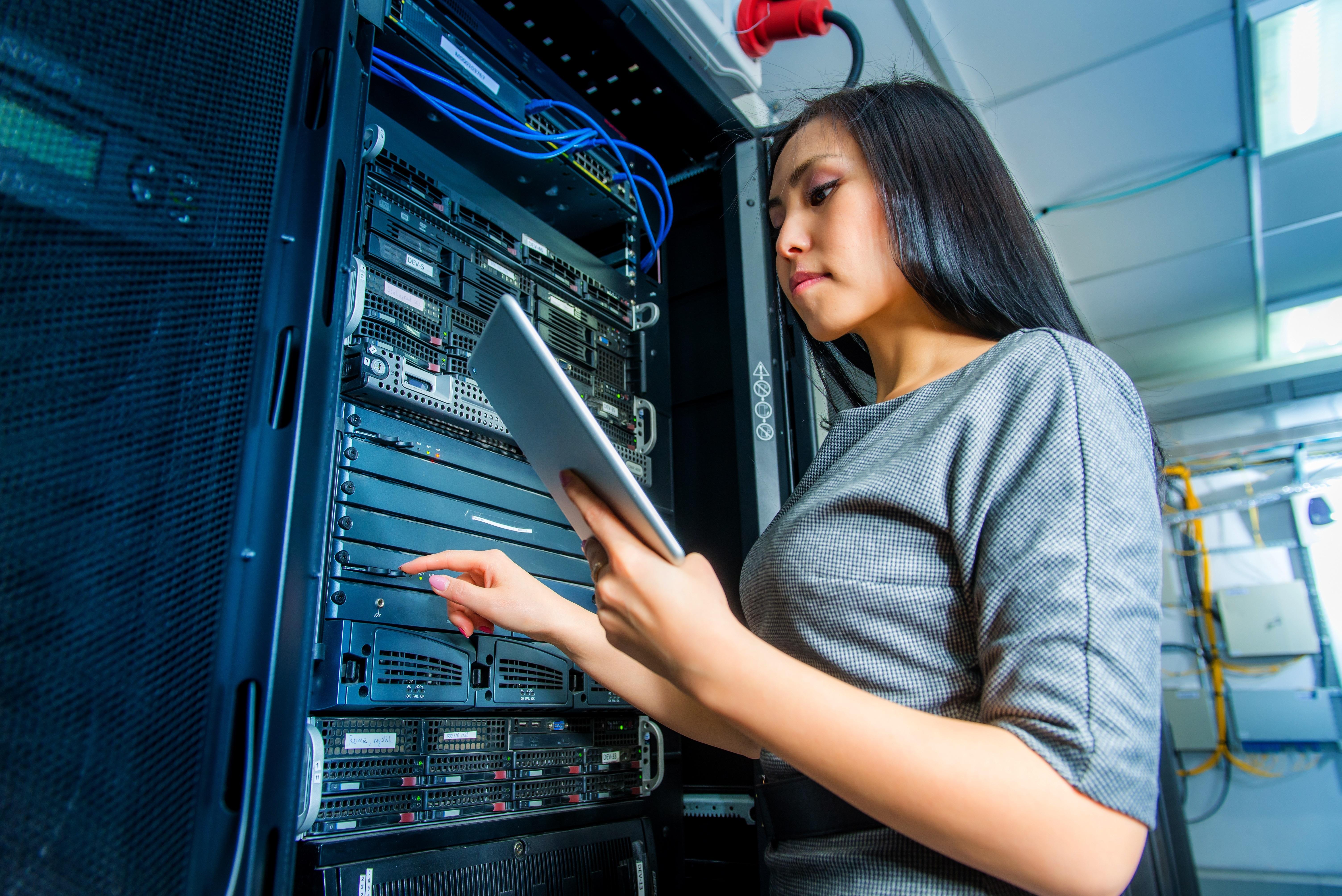 https://assets.sourcemedia.com/0f/16/db5ded634186a360c3665a6de63f/female-tech-worker.jpg