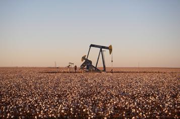 https://assets.sourcemedia.com/24/60/b6ac86484da48ee59de638cc4a39/texas-oil-pumpjack.jpg