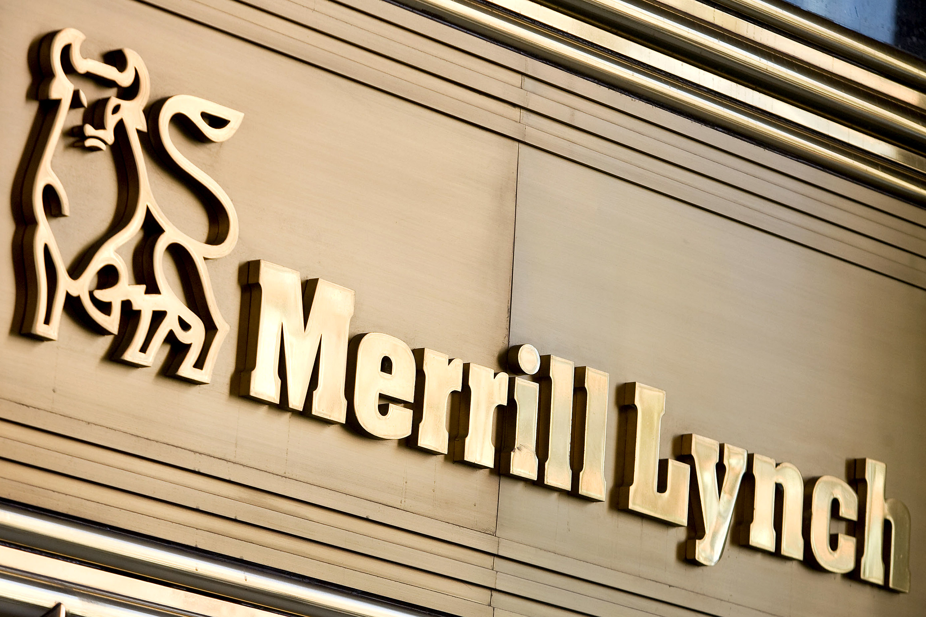 https://assets.sourcemedia.com/24/b9/e20cd88f4e6480157dcca532edad/merrill-lynch-sign-bloomberg-news.jpg