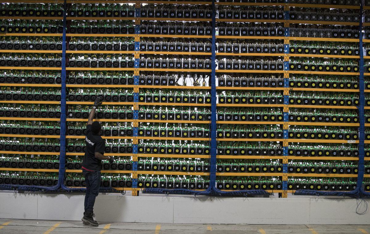 https://assets.sourcemedia.com/46/d1/5b0e9dbe42b4b2457826d56ac4a4/blockchains-servers.jpg