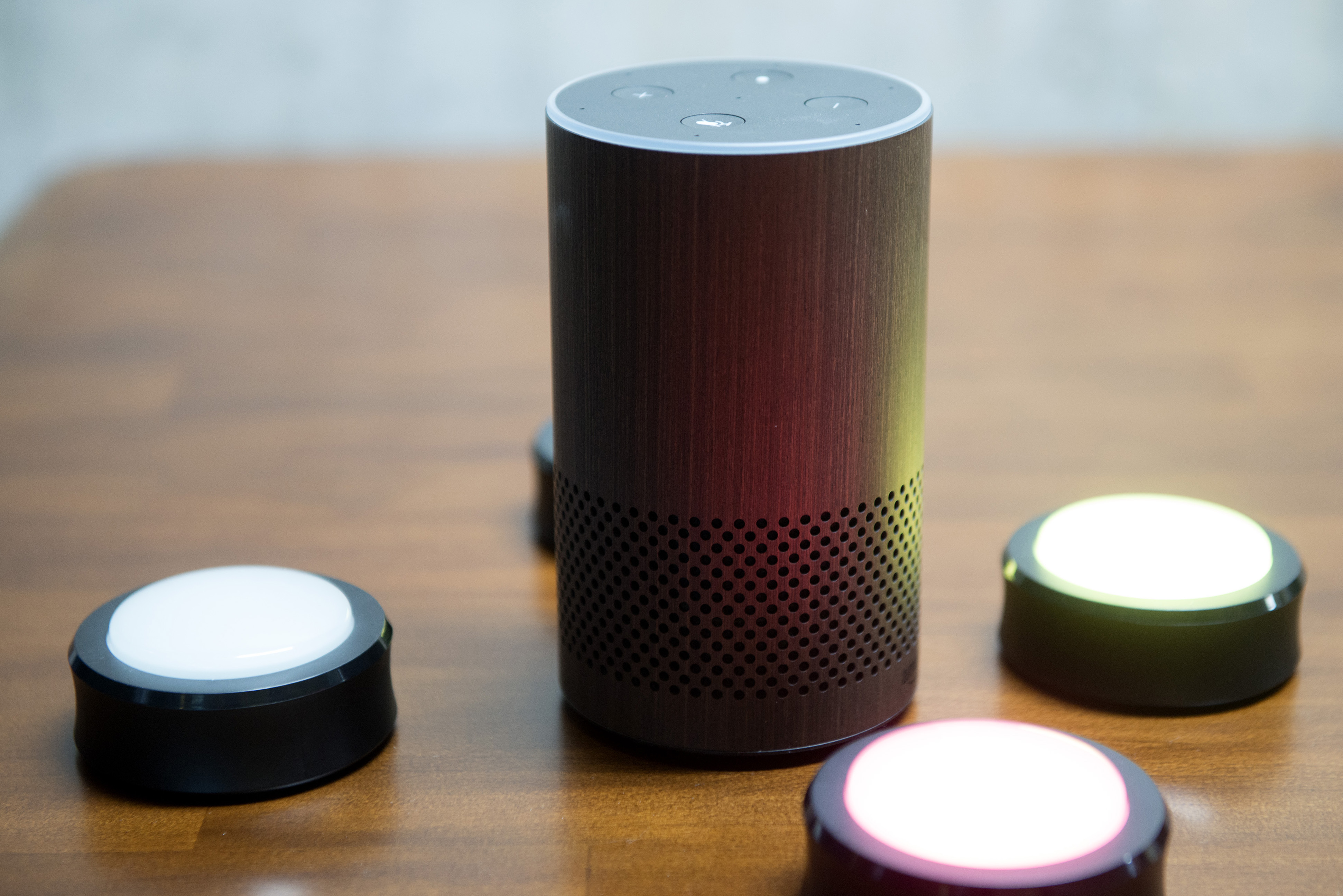 https://assets.sourcemedia.com/4e/d7/db0f2ce644edb68f5ad4dfb8e1be/amazon.Echo.Bloomberg.jpg