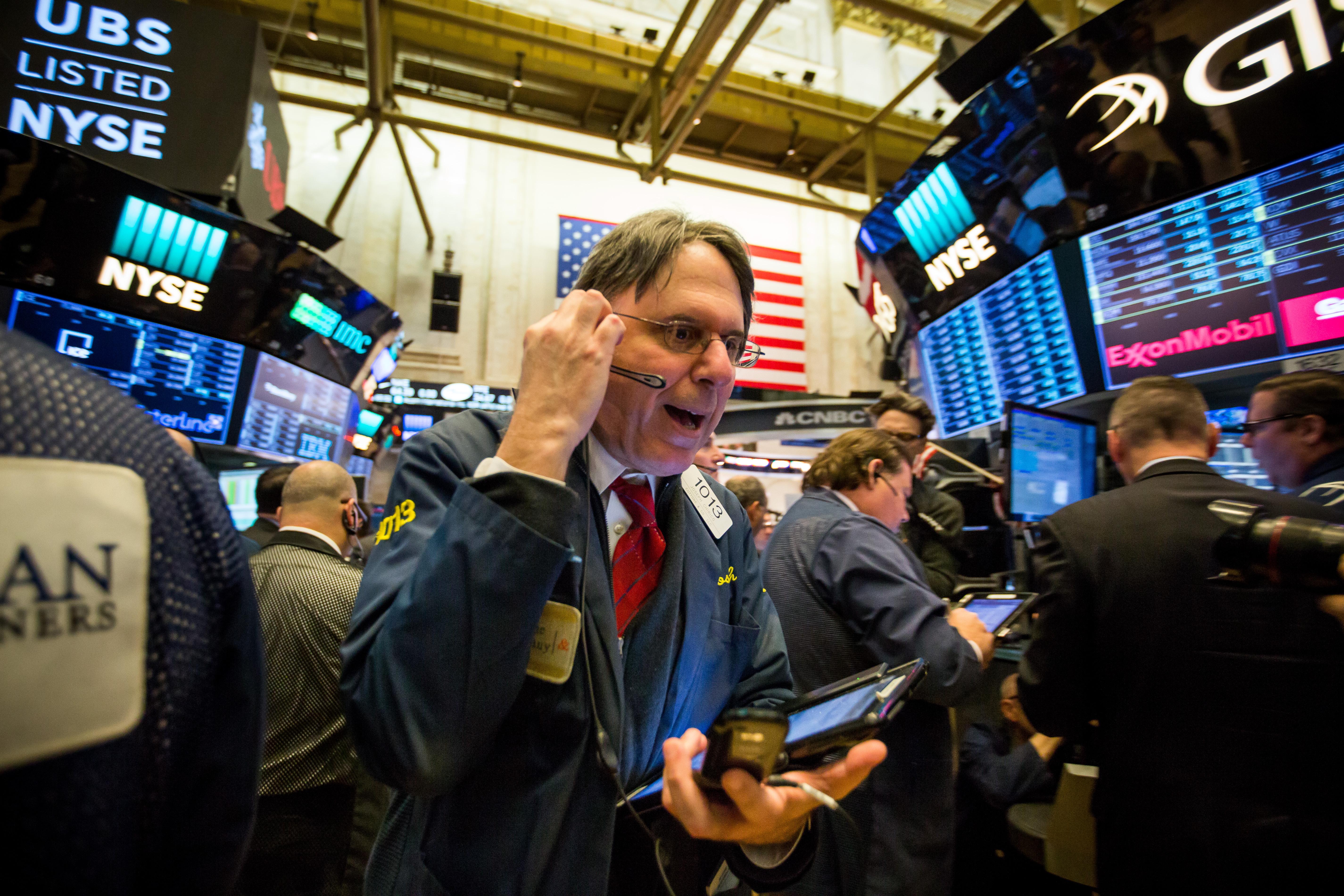 https://assets.sourcemedia.com/5c/91/3990eea8402f9a44293ea06b8a96/trading-floor4.jpg