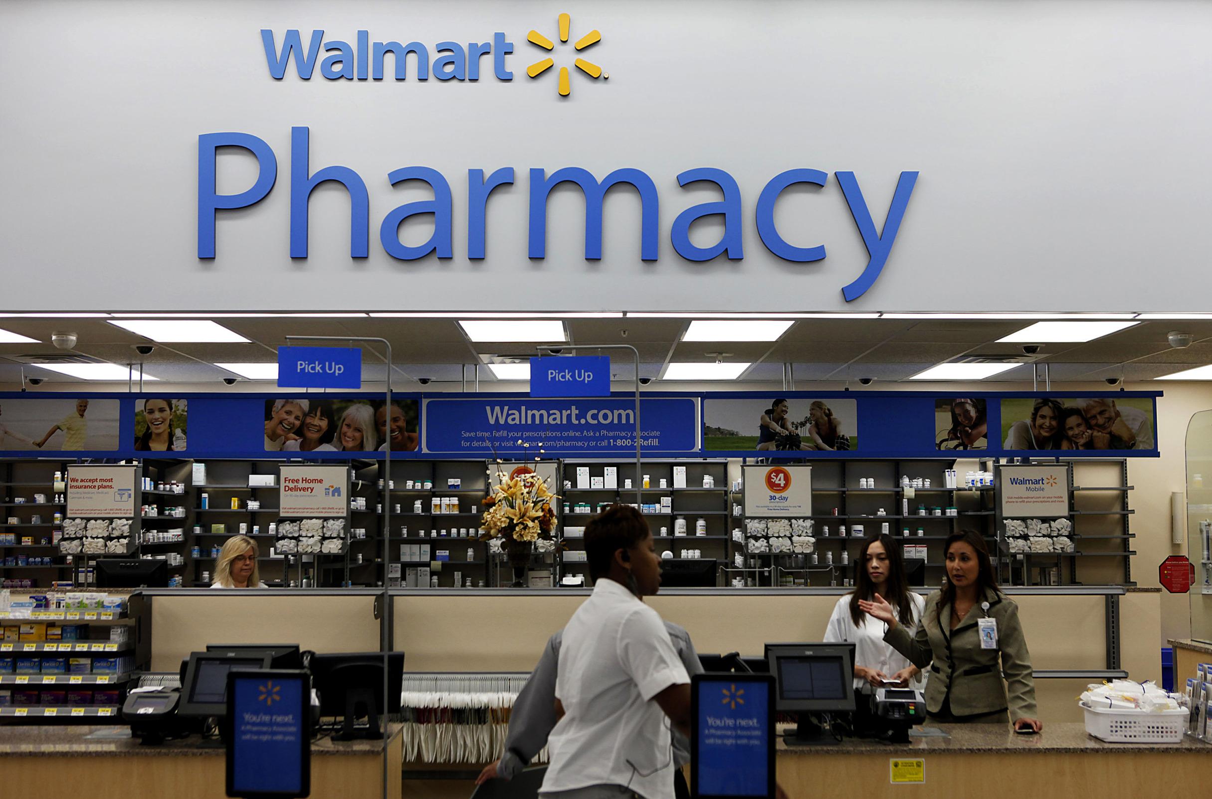https://assets.sourcemedia.com/62/92/234d9caa4d41a576e5cdaa998ac2/walmart.Pharmacy.Bloomberg.jpg