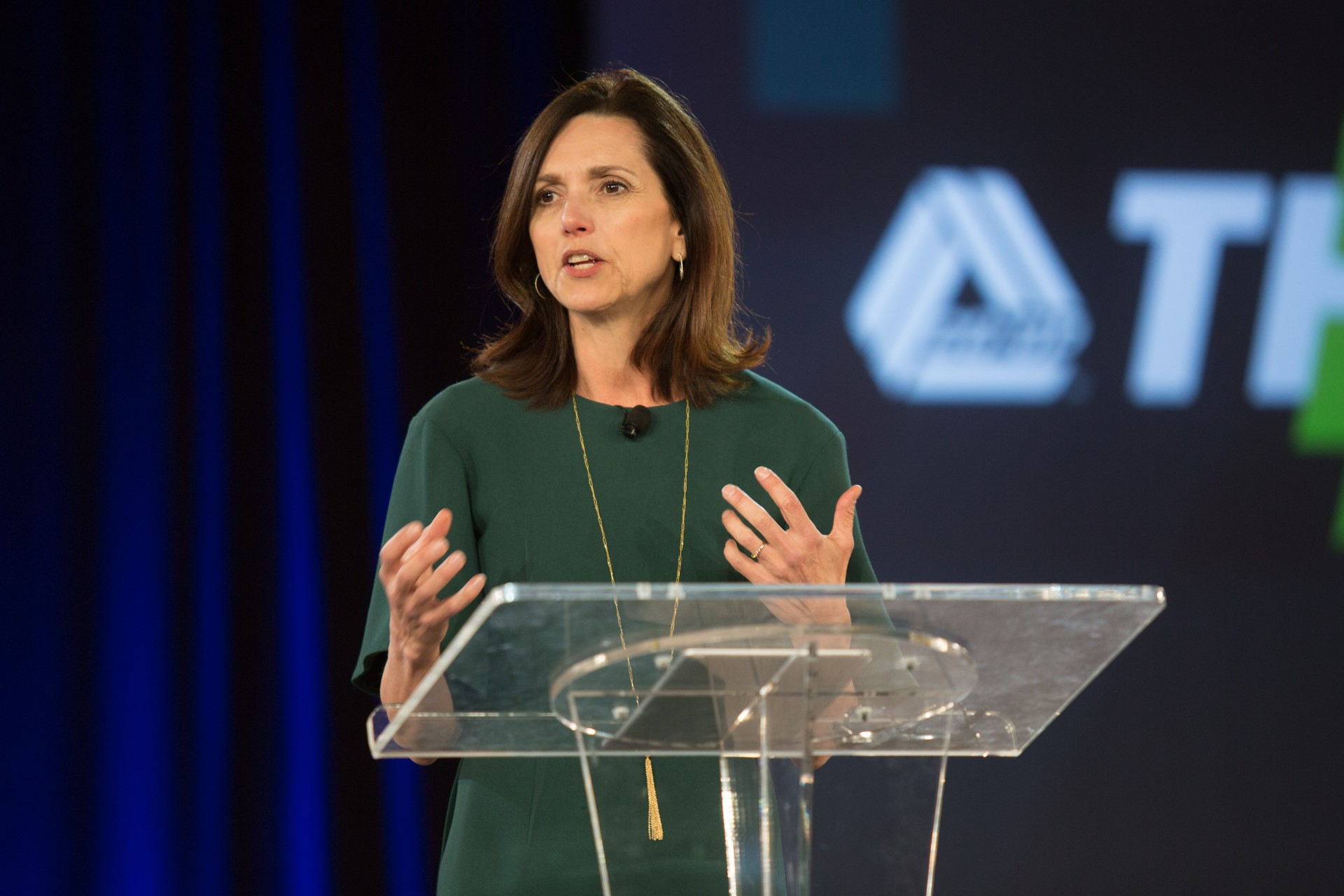 https://assets.sourcemedia.com/78/76/097816194e28ac7424b524bf9e08/beth-comstock-ge-co-op-think-conference-2018-cuj-051018.jpg
