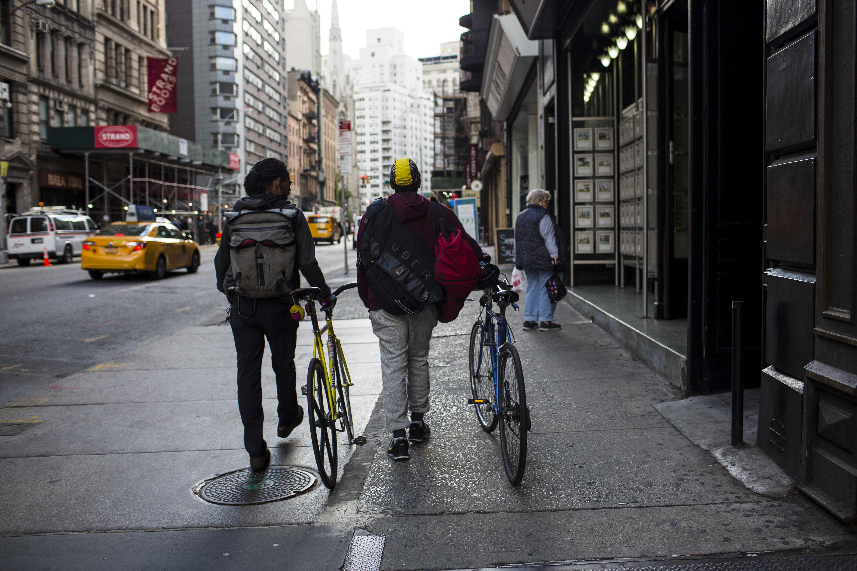 https://assets.sourcemedia.com/92/b0/b7b680ac44b78d4062f3aa04aa0b/courier.Bike.Bloomberg.jpg