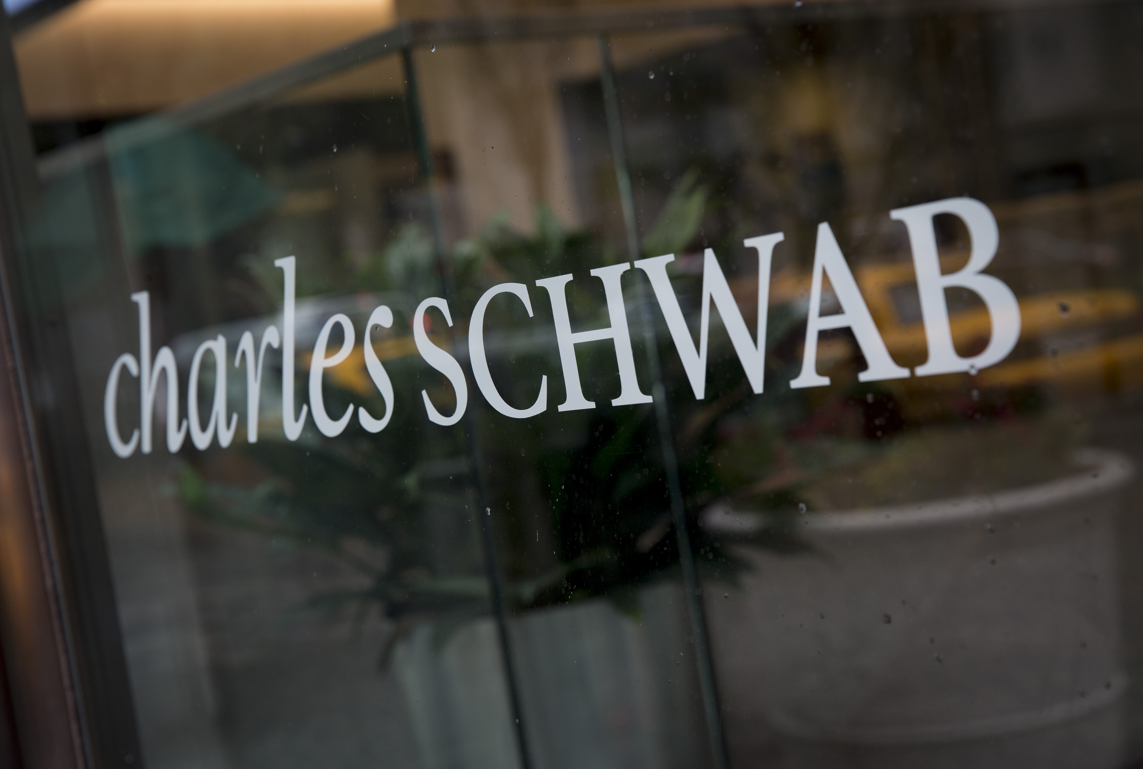 https://assets.sourcemedia.com/a0/ac/e2b14c234707a4524aa635e35091/charles-schwab-window-bloomberg-news.jpg