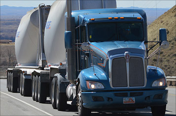 https://assets.sourcemedia.com/b4/26/57f83ffa4677bbab15fca5b87793/uinta-trucking-357.jpg