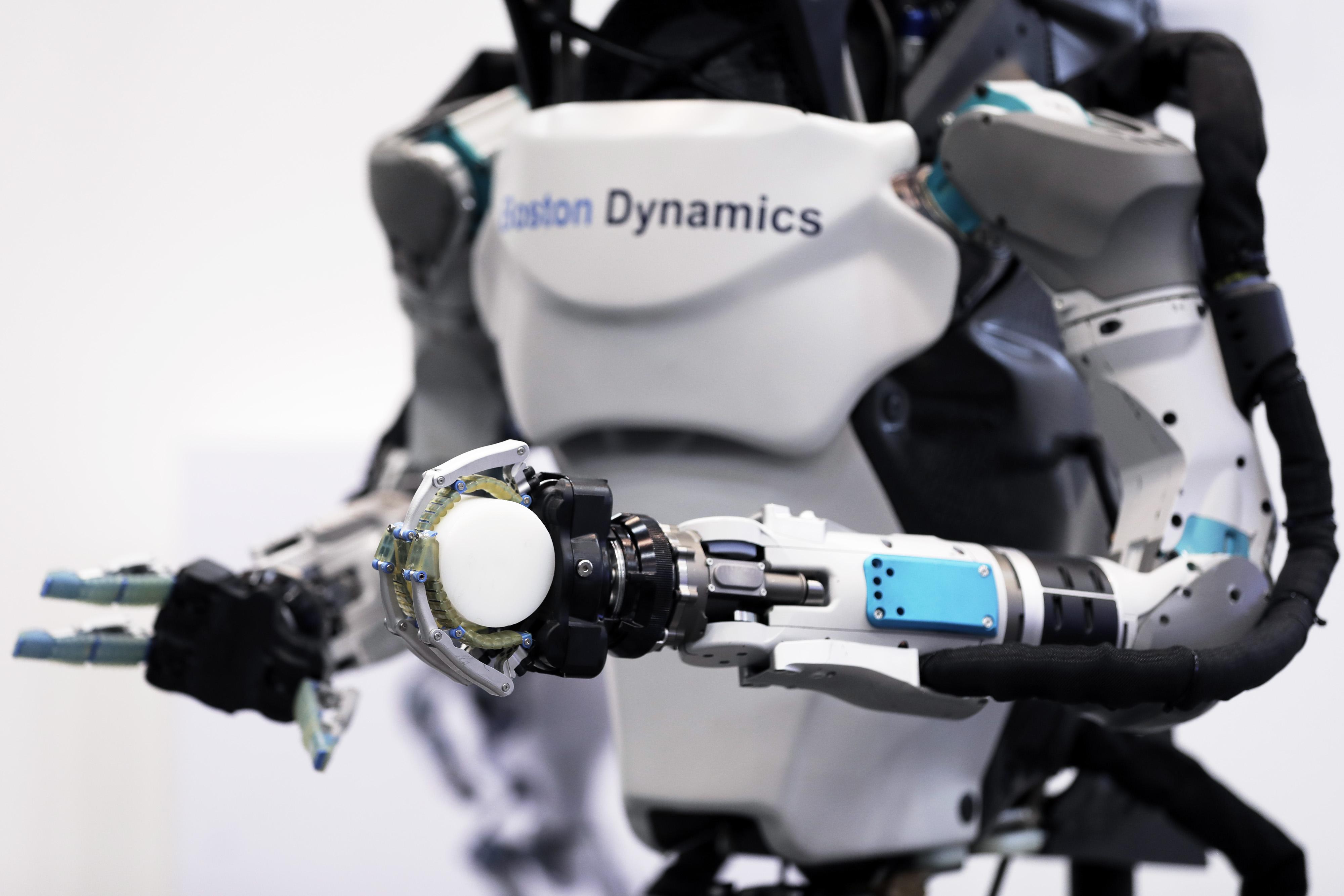 https://assets.sourcemedia.com/cc/92/3586f916481f863fd81a03e93bba/japanese-robots.jpg