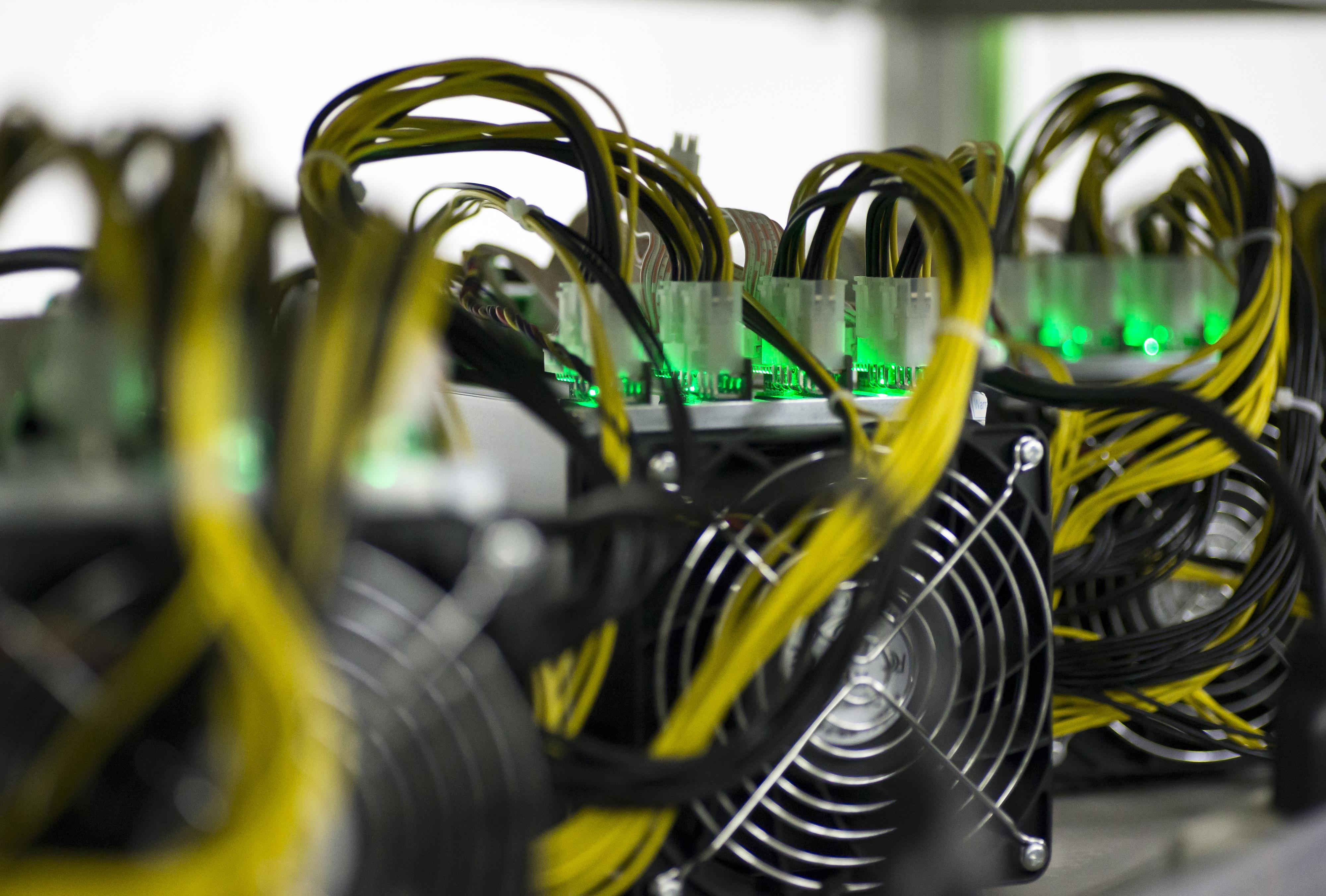 https://assets.sourcemedia.com/da/76/f0d38a3143959576e81baae6f1cb/di-blockchain-computing-stock-071318-1.jpg