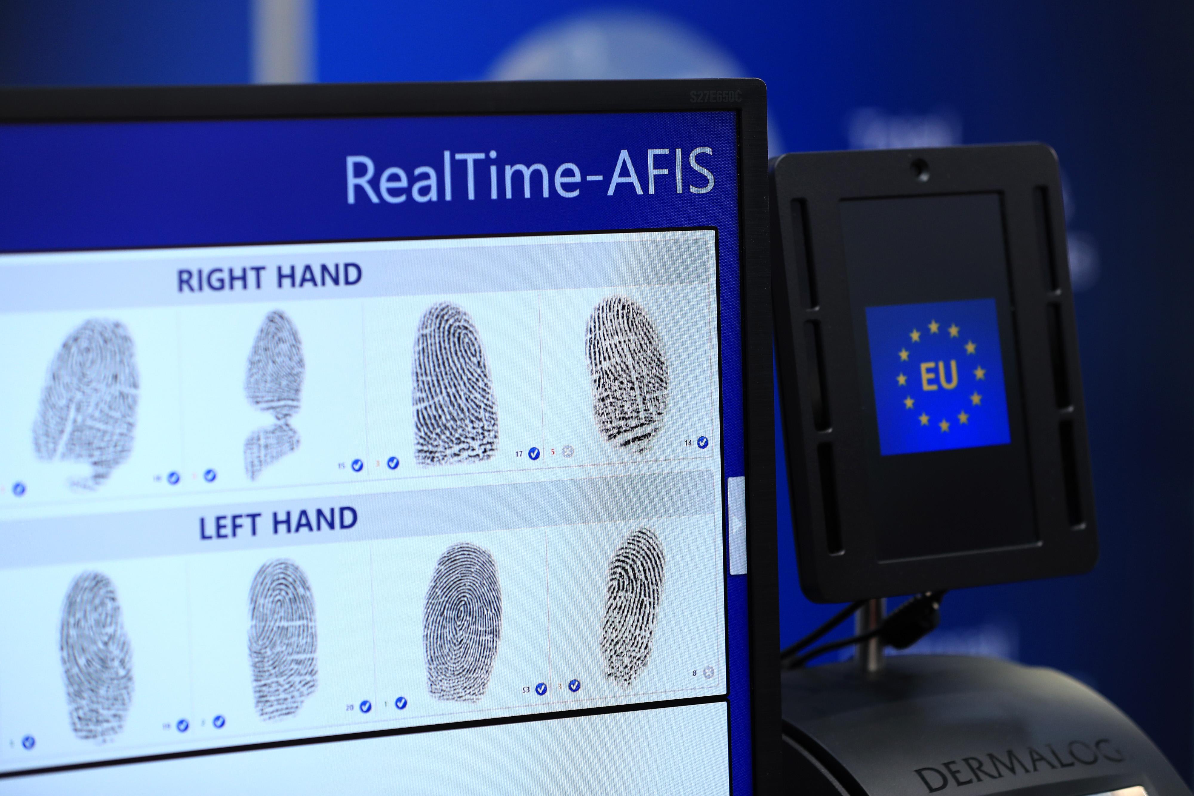 https://assets.sourcemedia.com/e1/0d/29cf0e21409e9808dfc95e2d391c/biometricsfingerbl.jpg