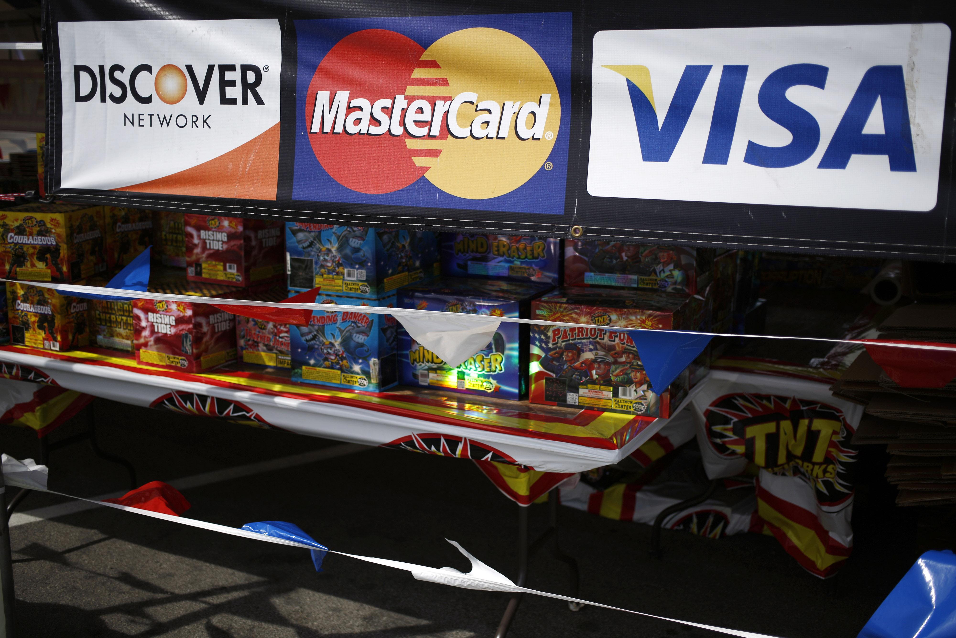 https://assets.sourcemedia.com/eb/aa/826f05414d4b927f6123cfc28ae4/discover-mastercard-visa-bl-062817.jpg