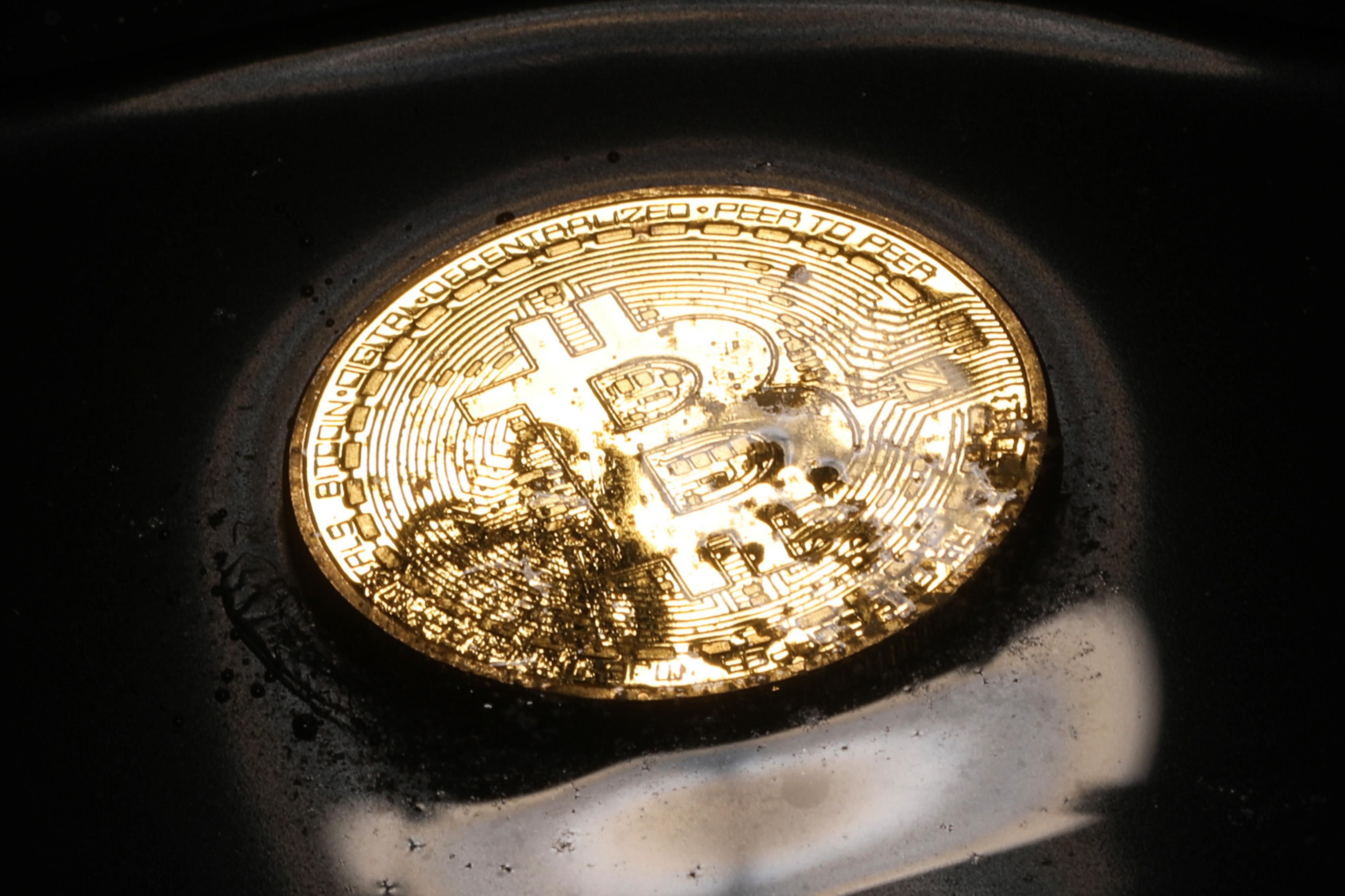 https://assets.sourcemedia.com/f7/20/0d5bd0b4491b88877cc9e5d3e224/bitcoin-bl-020718.jpg