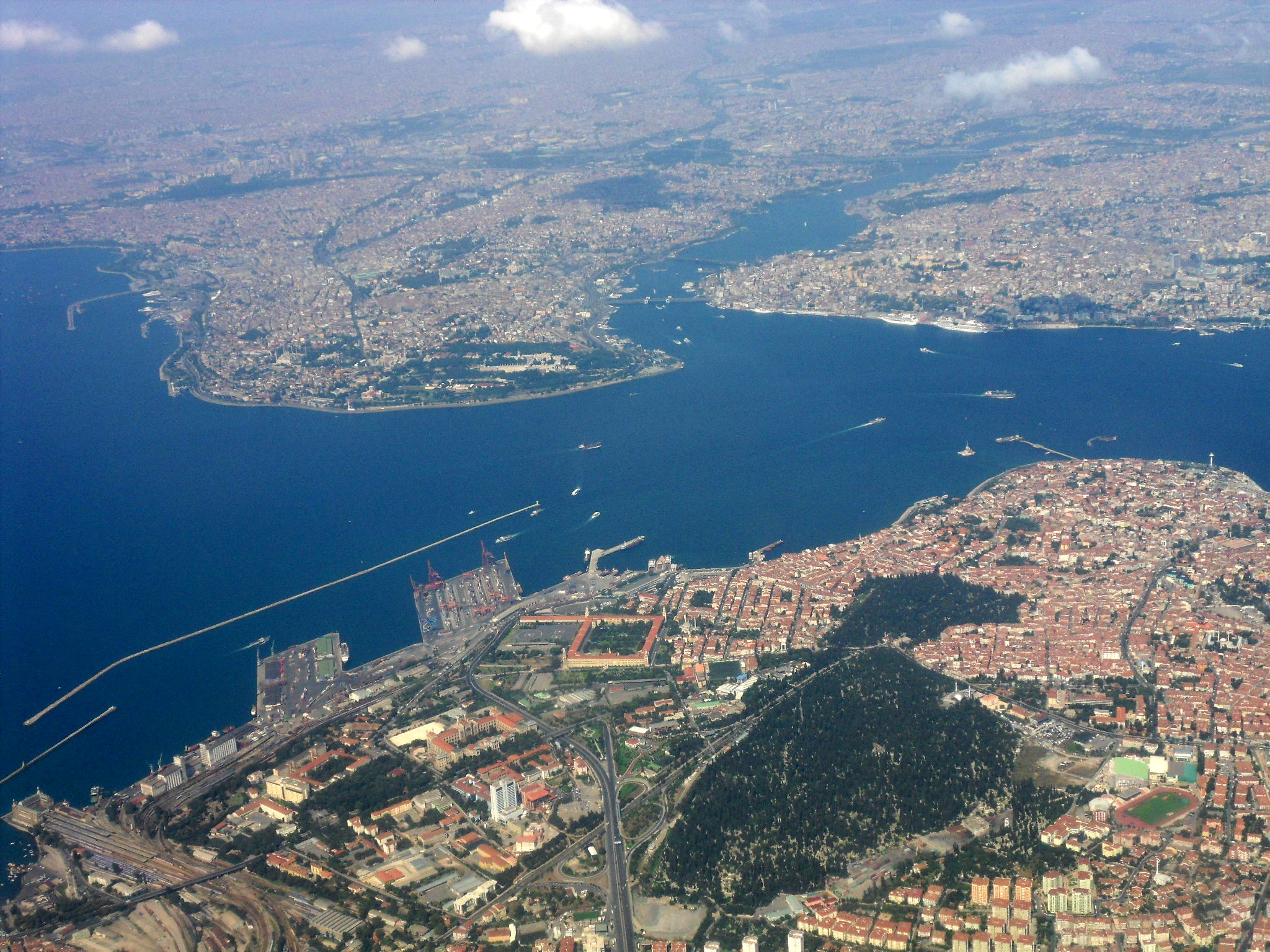 https://assets.sourcemedia.com/f9/36/8fc488c1432ea647876c5312c78c/heart-of-istanbul-from-air.jpg