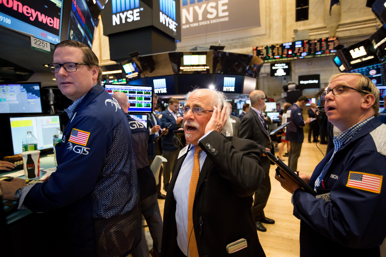 https://assets.sourcemedia.com/ff/f0/f929044d44ea839f2eb9f6350398/us-stock-market-brexit-bloomberg.jpg